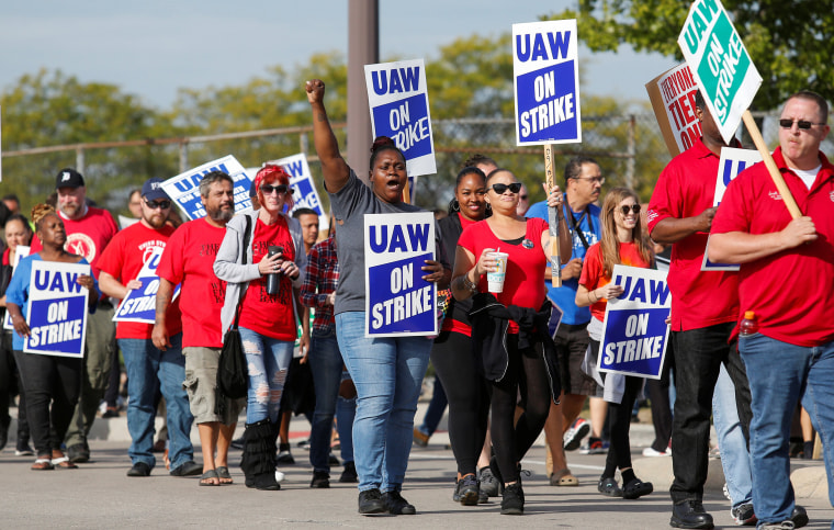 Image: Striking United Auto Workers (UAW) walk the picket line in Hamtramck