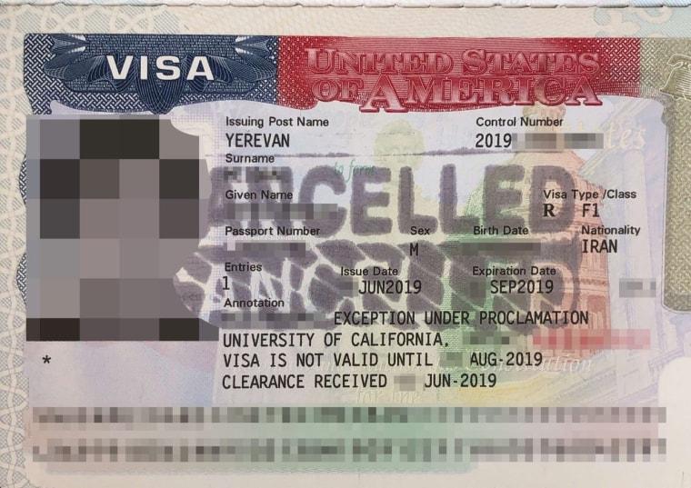 """تمبر """"لغو شده"""" را می توان در ویزای ایالات متحده تهیه کرد که توسط یک دانشجوی ایرانی تهیه شده است."""