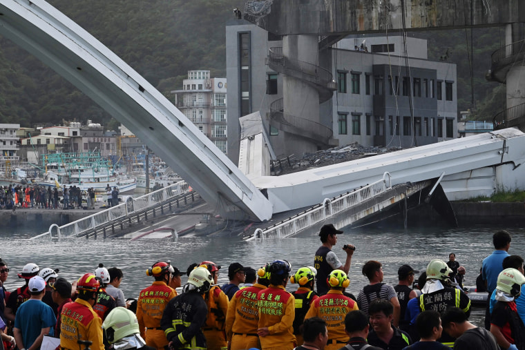 Image: TAIWAN-ACCIDENT-BRIDGE