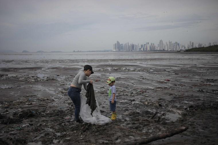 Image: TOPSHOT-PANAMA-ENVIROMENT-BEACH-CLEANUP