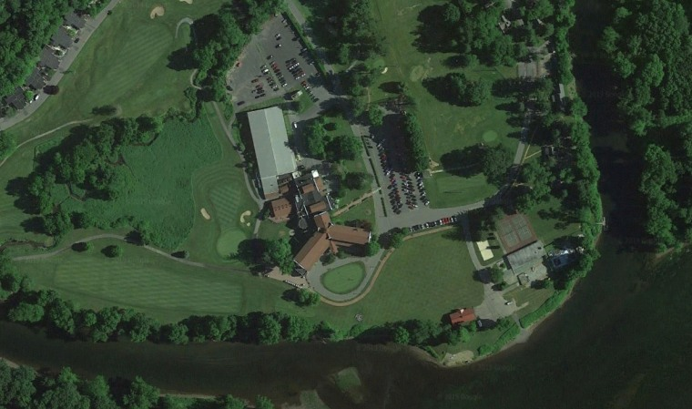 The red-roofed Shawnee Inn and Golf Resort in Monroe County, Pa.