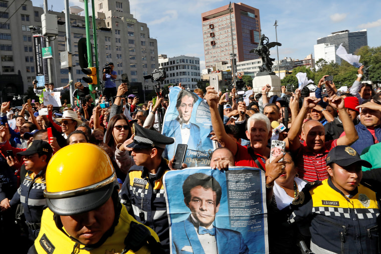 Image: Fans shout slogans as they pay tribute to late Mexican singing legend Jose Jose at Bellas Artes Palace in Mexico City