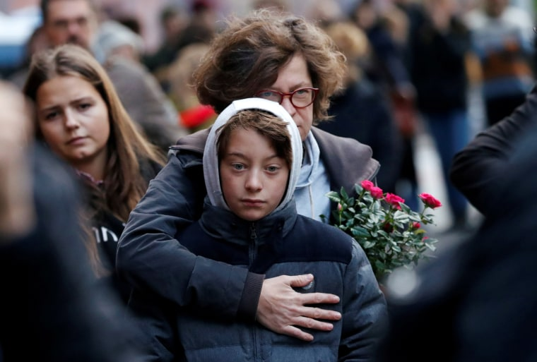 Image: People mourn outside the synagogue in Halle