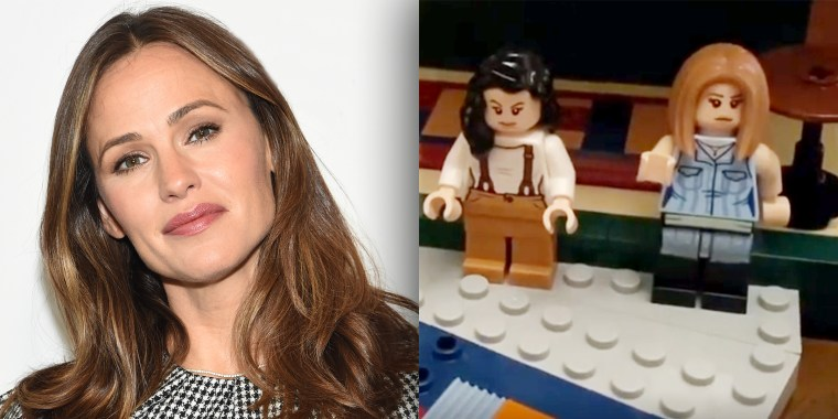 Jennifer Garner re-creates a classic 'Friends' episode — with Legos!