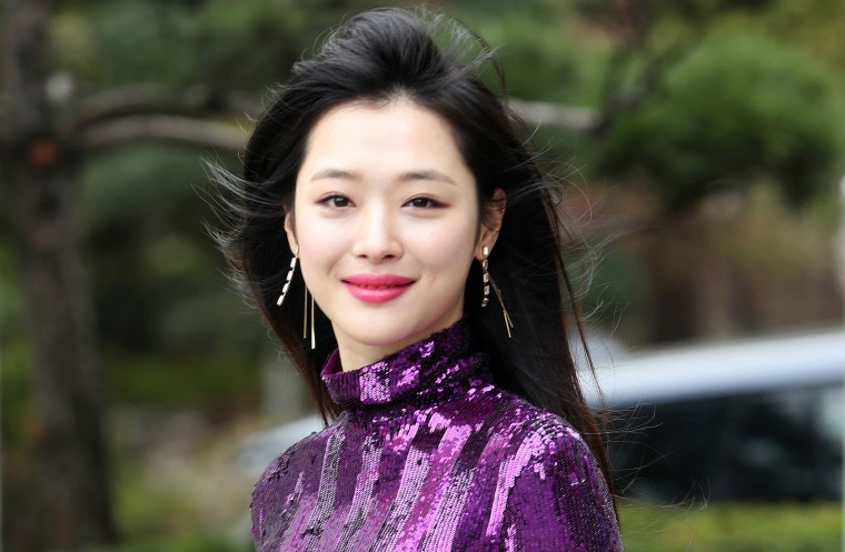 Korean Pop Star Sulli Dies At 25-2541