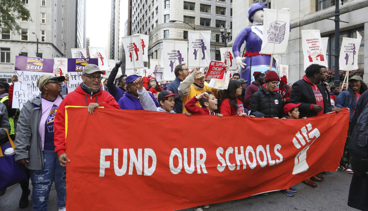 Chicago cancels classes Thursday as teachers vote to strike
