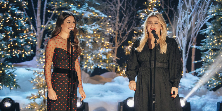 Lea Michele and Kelly Clarkson