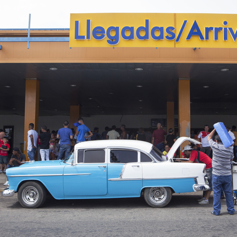 Image: Cuba airport arrivals