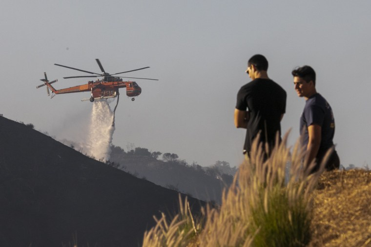 Image: Fast-Moving Getty Fire Threatens Homes And Forces Evacuations In Affluent Section Of Los Angeles