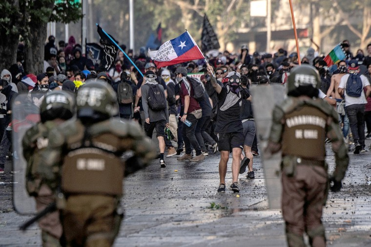 Image: TOPSHOT-CHILE-CRISIS-PROTEST