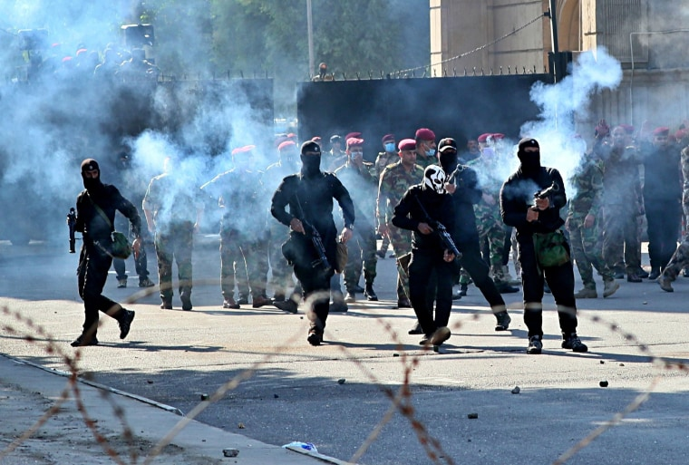 Image: Iraqi security forces fire tear gas