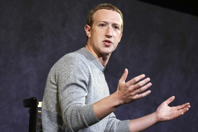 Image: Facebook CEO Mark Zuckerberg And News Corp CEO Robert Thomson Debut Facebook News