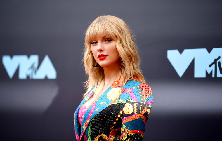 Image: Taylor Swift arrives at the MTV Video Music Awards in Newark, N.J., on Aug. 26, 2019.
