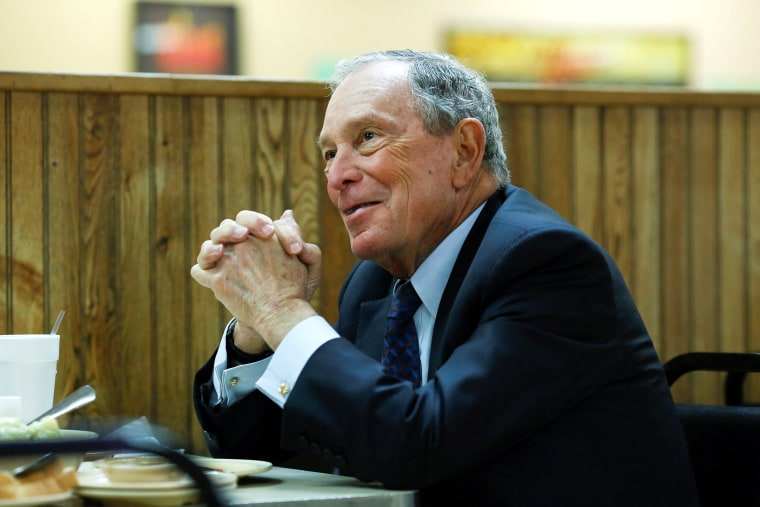 Image: FILE PHOTO: Michael Bloomberg eats lunch in Arkansas