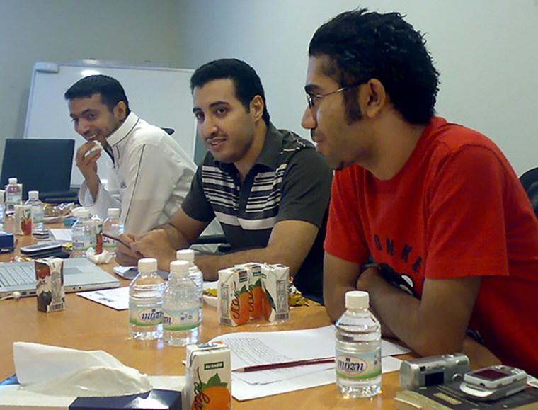 Image: Fouad al-Farhan, center
