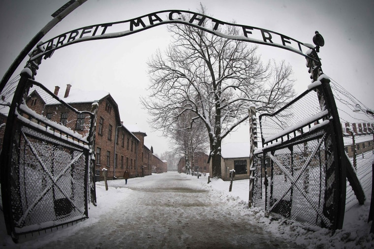 Image: The entrance to the former Nazi concentration camp Auschwitz-Birkenau with the lettering 'Arbeit macht frei'