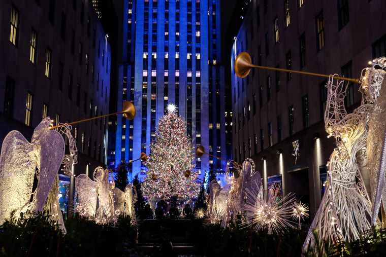 Image: People watch the lighting of The Rockefeller Center Christmas Tree in New York City