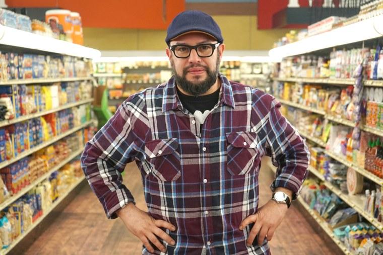 Solo shot of judge Carl Ruiz as seen on Guy's Grocery Games season 21.