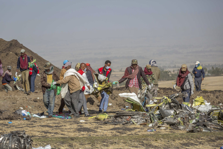 Image: Rescuers work the scene of the Ethiopian Airlines crash near Addis Ababa on March 11, 2019.