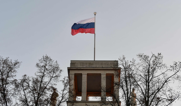 Image: The Russian flag flies on the roof of the Russian embassy in Berlin