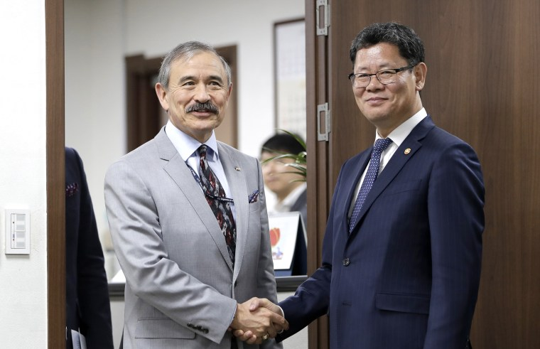 Kim Yeon Chul,Harry Harris