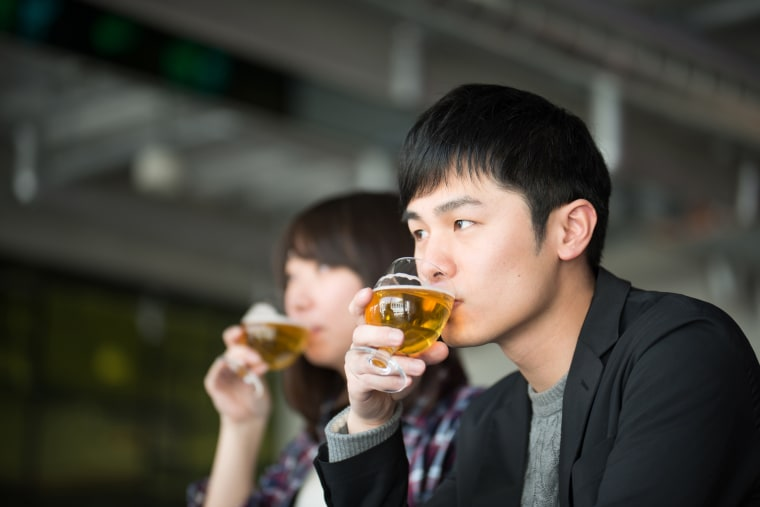 Image: Man and woman drinking beer