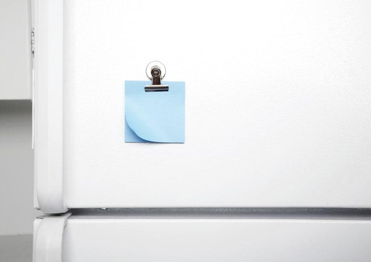 Image: Blank sticky note on fridge door