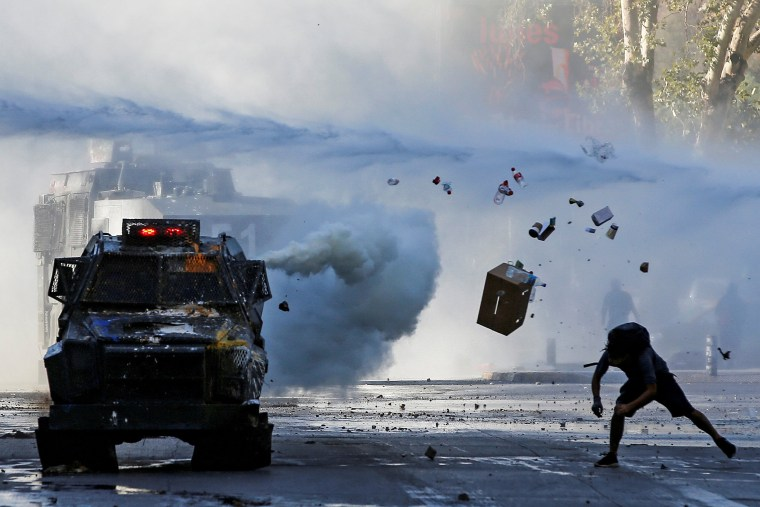 Image: Protests against Chile's government in Santiago