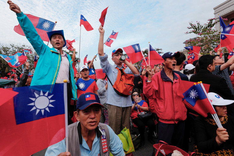 Supporters of opposition candidate Han Kuo-yu wave Taiwanese flags at a campaign rally in Yilan, Taiwan, on Jan. 7, 2020.