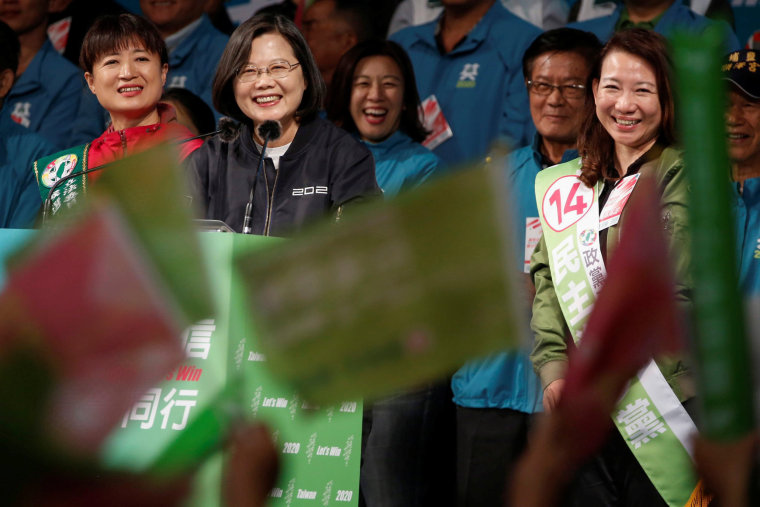 Image: Taiwan President Tsai Ing-wen attends a campaign ahead of the presidential election in Changhua