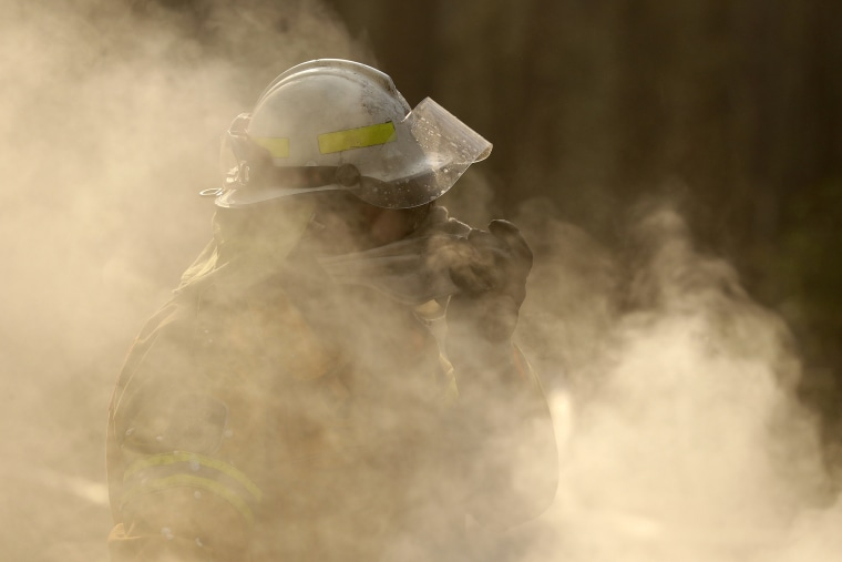 200109-australia-firefighter-ac-900p_0b0