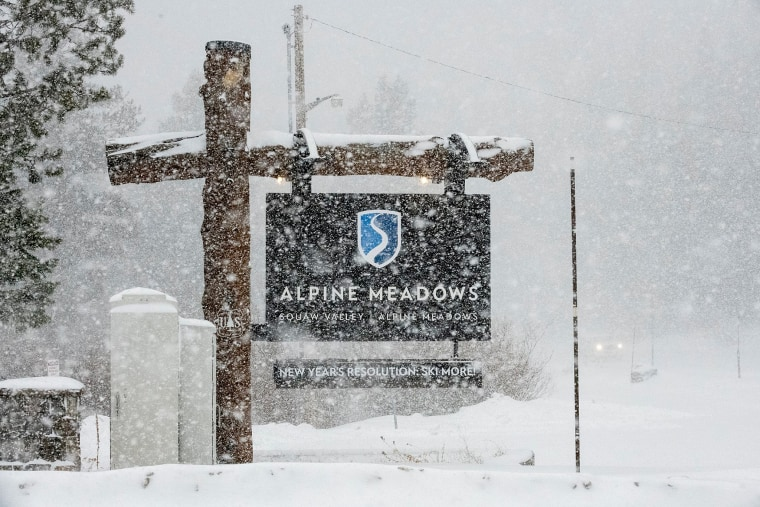 Avalanche at Lake Tahoe ski resort kills one person, seriously injures another