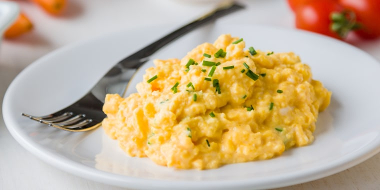 This surprising ingredient makes scrambled eggs super fluffy