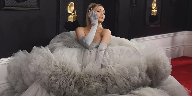 Ariana Grande Grammys red carpet 2020