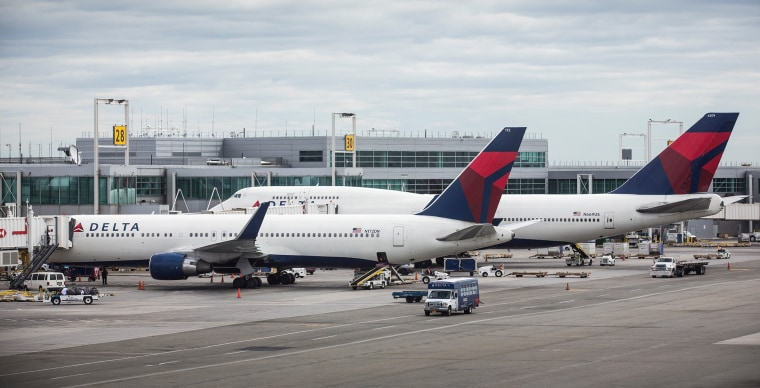 Image: Delta Reports Higher Than Expected Quarterly Earnings