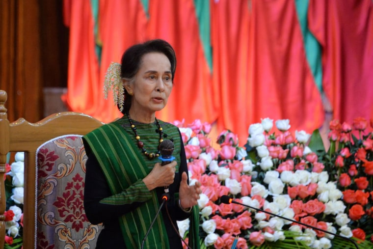 Image: Myanmar's State Counselor Aun Sang Suu Kyi speaks during a meeting with citizens as part of 68th Kayah State Day anniversary events in the state capital Loikaw