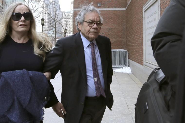 Drug-company founder gets 5 years for opioid-spray bribery scheme
