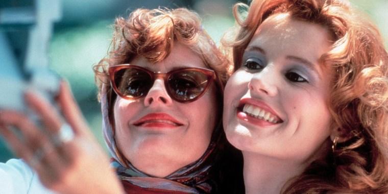 THELMA & LOUISE / Thelma & Louise USA 1991 / Ridley Scott Louise (SUSAN SARANDON) und Thelma (GEENA DAVIS) Regie: Ridley Scott aka. Thelma & Louise. Image shot 2008. Exact date unknown.