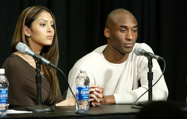 Los Angeles Lakers star Kobe Bryant (R)