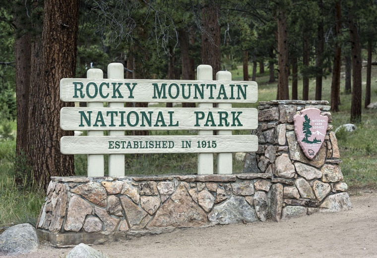 Image: Entrance sign for Rocky Mountain National Park