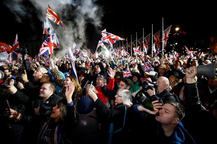 200131-brexit-celebrations-se-615p_3829f