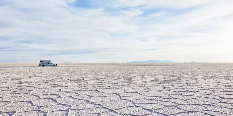 Bolivia, Salar de Uyuni, camper on salt lake