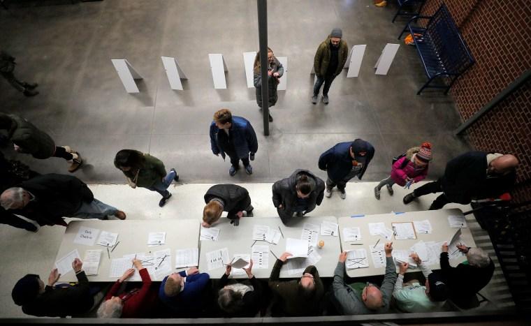 Image: Caucus participants arrive to register in Des Moines
