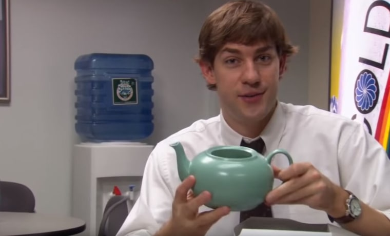 What was in the note Jim wrote Pam when he gave her this teapot during season two's Christmas episode? Fans have longed to know.