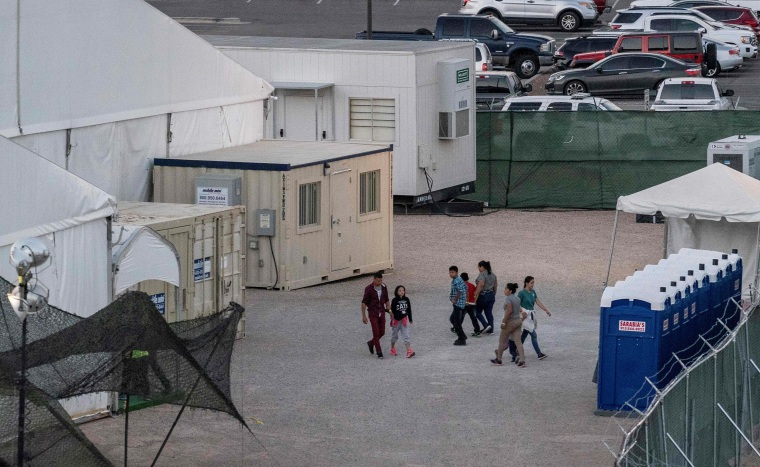 U.S. judge sides with migrants in Arizona case against Border Patrol