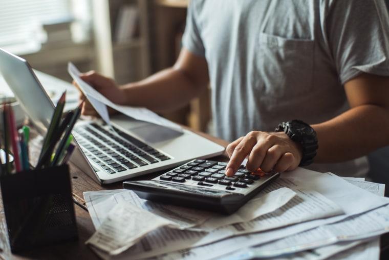 Image: Filing taxes