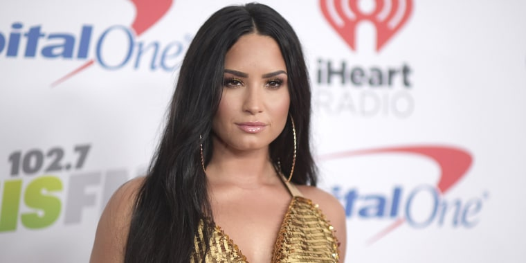 Demi Lovato makeup-free, freckles