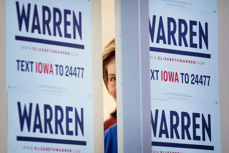 Image: Sen. Elizabeth Warren in Iowa