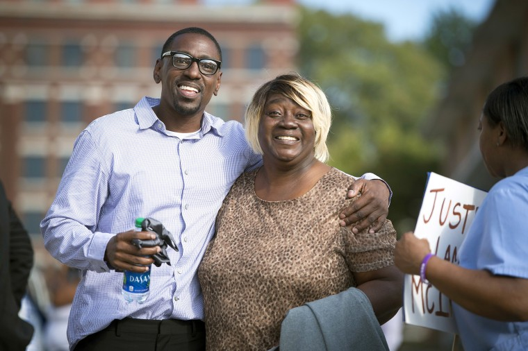 Lamonte McIntyre, left, who was imprisoned for 23 years for a 1994 double murder in Kansas walks out of a courthouse in Kansas City, Kan., with his mother, Rosie McIntyre on Oct. 13, 2017.