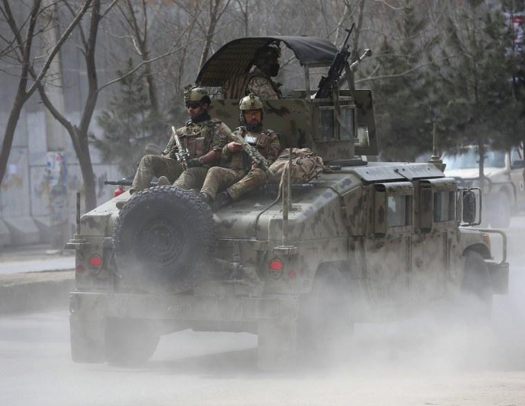 Image: Afghan security forces arrive at the site of an attack in Kabul, Afghanistan